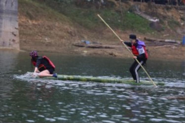 """Các đội đua đang trong tình trạng """"đông cứng"""" tay chân vì thời tiết khắc nghiệt."""