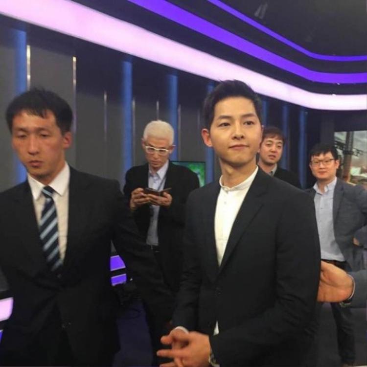 Song Joong Ki siêu hot xuất hiện trên sóng thời sự quốc tế
