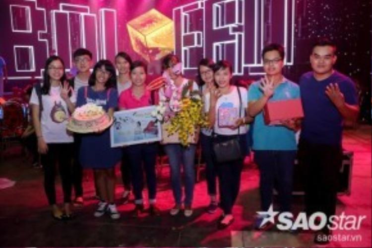 Bên cạnh đó, các fan của chị Tư Cẩm Ly cũng đến chúc mừng sinh nhật thần tượng của mình.