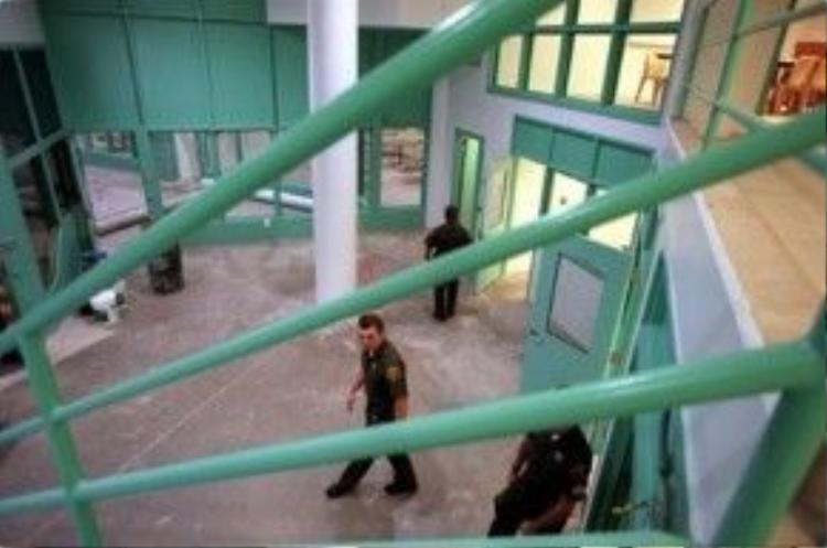 Nhiều bất cập về nhân quyền tại Theo Lacy từng bị National Detention Watch Network lột trần.
