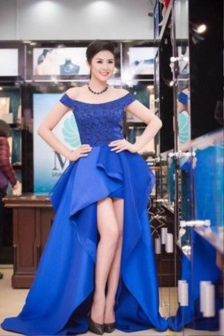 Hoa hậu Ngọc Hân với vai trò một nhà thiết kế nên tất nhiên gu thời trang của cô không những được đánh giá cao mà còn có phong độ khá ổn định. Vì vậy, mỗi lần xuất hiện trước công chúng cô luôn lọt top sao mặc đẹp của tuần.