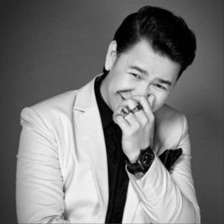 """Tài năng của nhà thiết kế Hoàng Minh Hà càng được giới chuyên môn công nhận khi anh cống hiến cho giới thời trang những bộ sưu tập độc đáo và đẳng cấp trong Tuần lễ thời trang quốc tế Việt Nam - Vietnam International Fashion Week 2014 và 2015. Với BST """"Lady""""."""