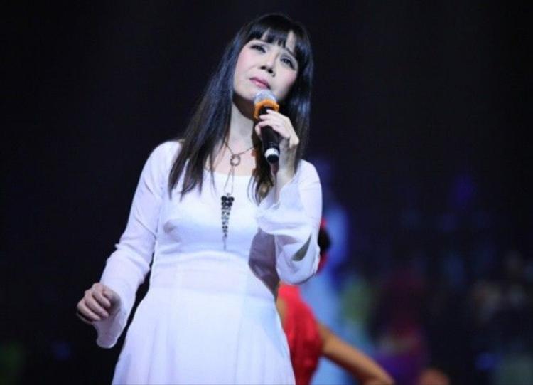 Ca sĩ Ánh Tuyết: Hát nhạc Trịnh đừng nên cường điệu