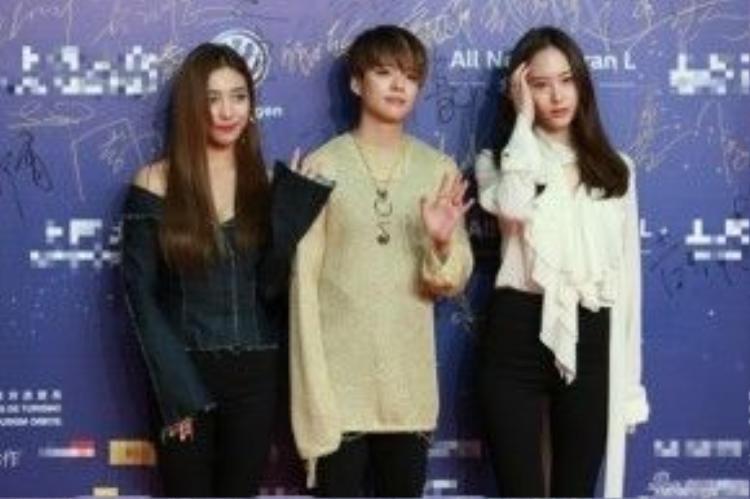 Ba cô gái của F(x) xuất hiện với trang phục cá tính nhưng không tạo hiệu ứng.