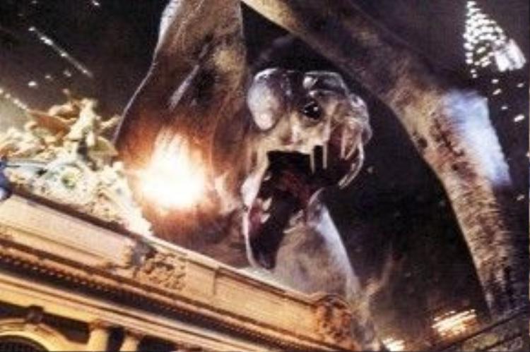 Phim có nhiều chi tiết về người ngoài hành tinh, quái vật khổng lồ.