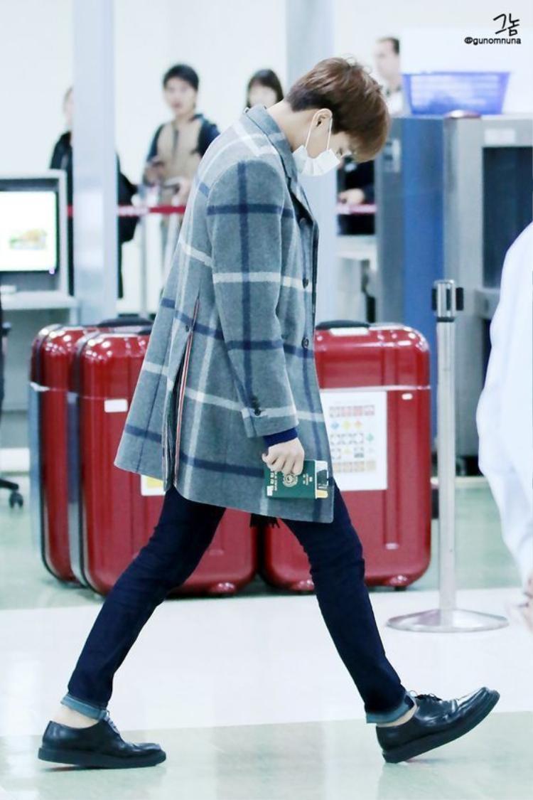 Món đồ không thể thiếu trong thời trang sân bay của các nam thần nhà SM