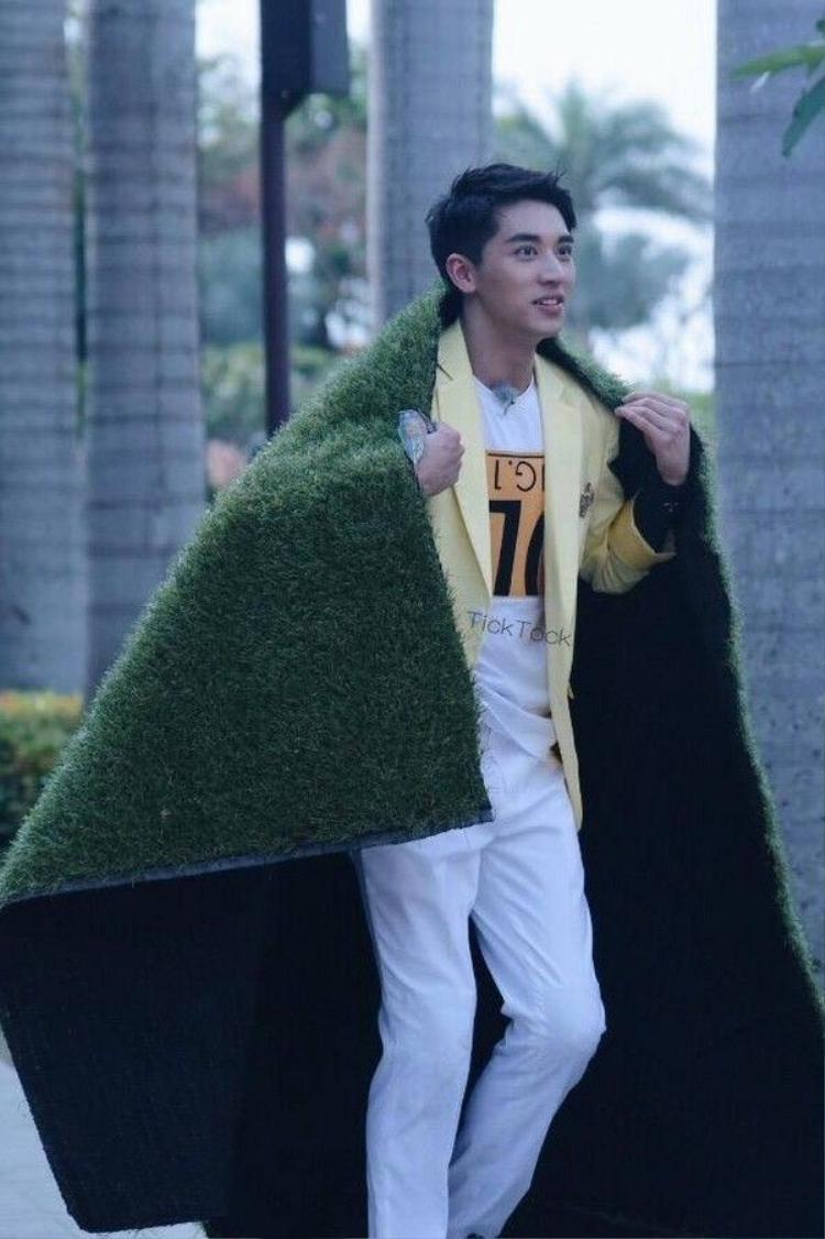 Hoàng Cảnh Du, Hứa Ngụy Châu khác đội chơi vẫn dính chặt như sam