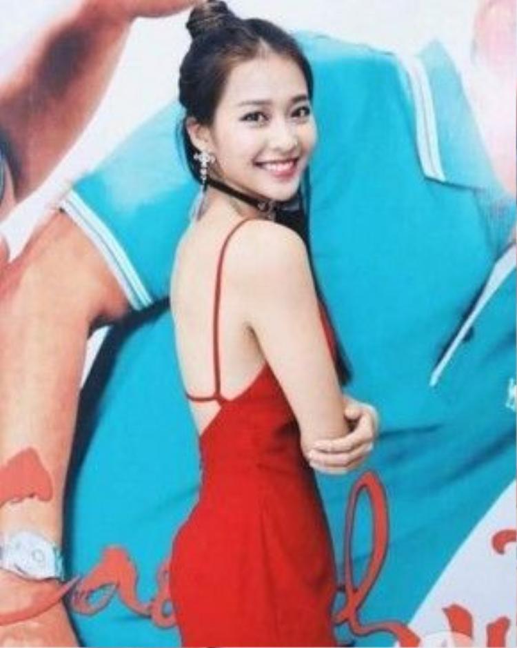 Vài nguồn tin cho hay, Thành Long đang chú ý đến chân dài 19 tuổi của Việt Nam.
