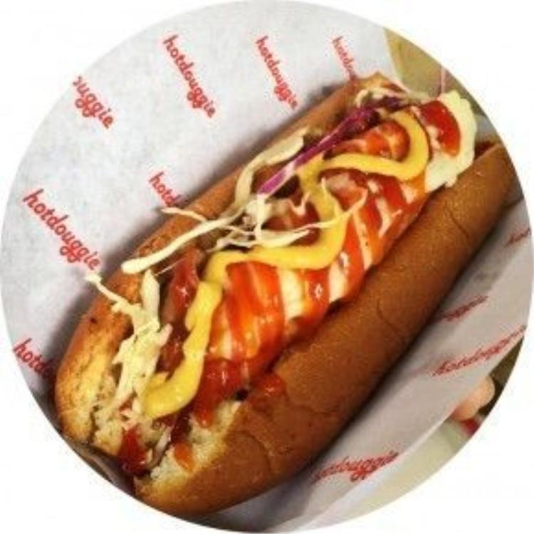 Cận cảnh một ổ bánh hot-dog cực kỳ hấp dẫn của Hotdouggie.