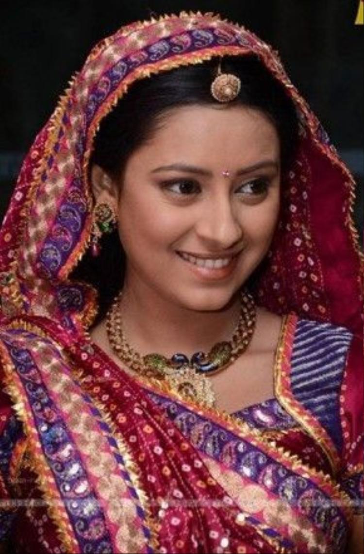 Pratyusha Banerjee vào vai Anandi trong phim Cô dâu 8 tuổi.