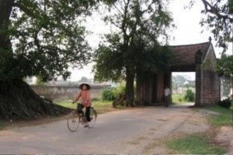 Cổng ở làng cổ Đường Lâm (Hà Nội). Ảnh: Linh Hương.