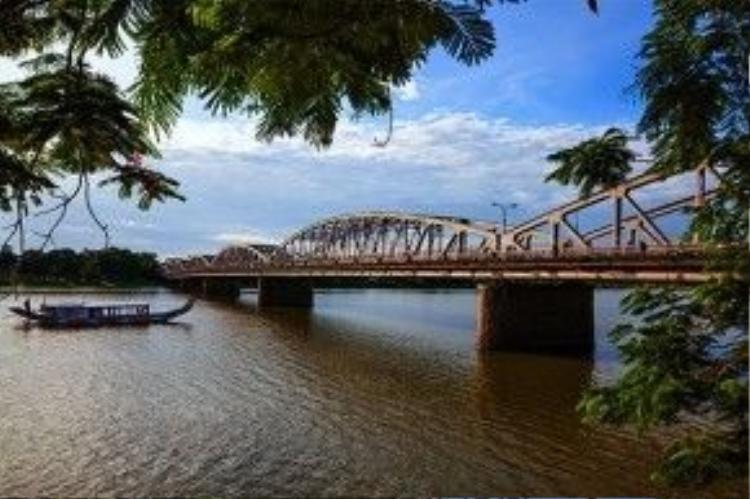 Cầu Tràng Tiền bao lâu này là biểu tượng không thể thanh thế của cố đô Huế. Ảnh: Tran Liet Hung.