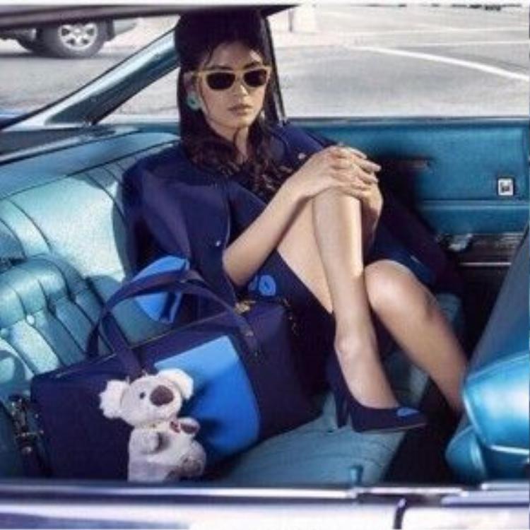 Chà Mi trong chiến dịch quảng cáo cho nhãn hàng thời trang La Fille Des Fleurs tại Milan.
