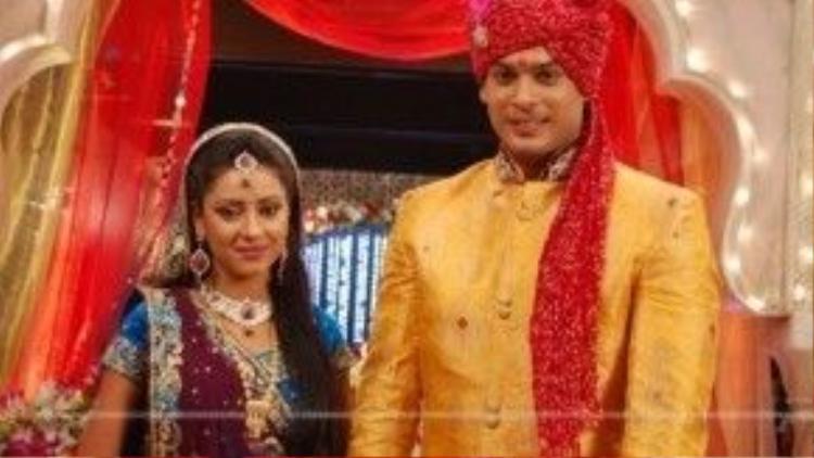 Cặp đôi Anandi (Pratyusha Banerjee) và thanh tra Shiv (Sidharth Shukla) rất được yêu thích trong phim Cô dâu 8 tuổi.