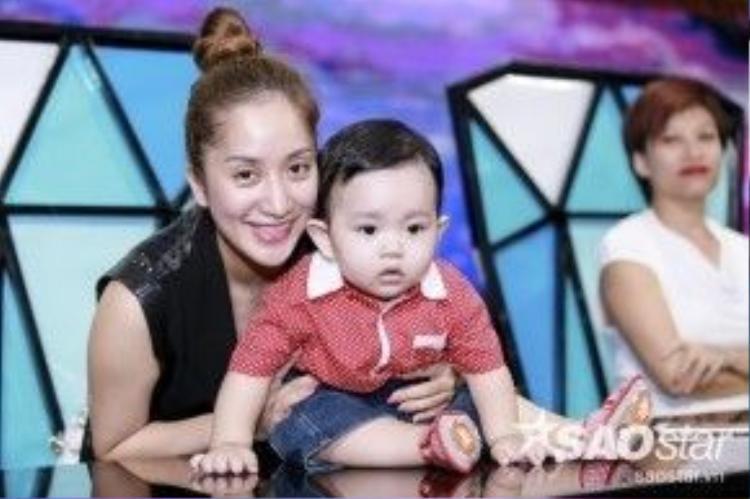Giám khảo Khánh Thi và con trai Kubi.