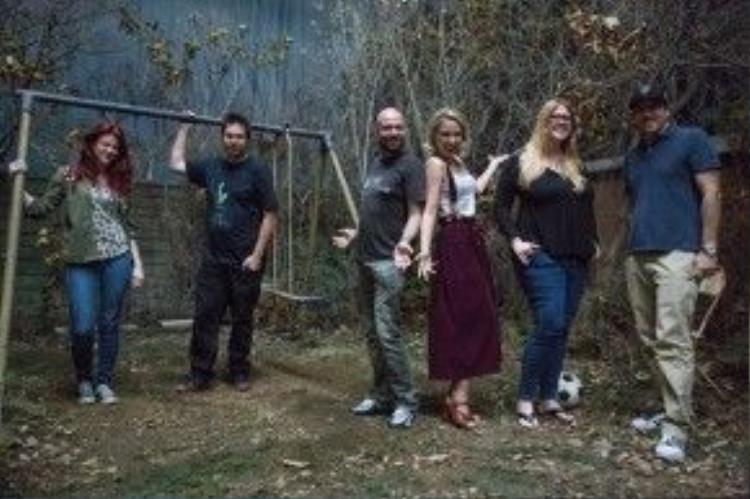 Các phóng viên chụp ảnh trên phim trường của The Conjuring 2.