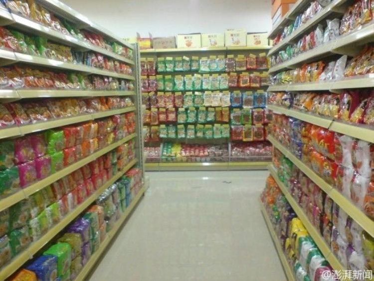 Lấy trộm đồ ăn siêu thị nhưng lại được nhận làm  nhân viên