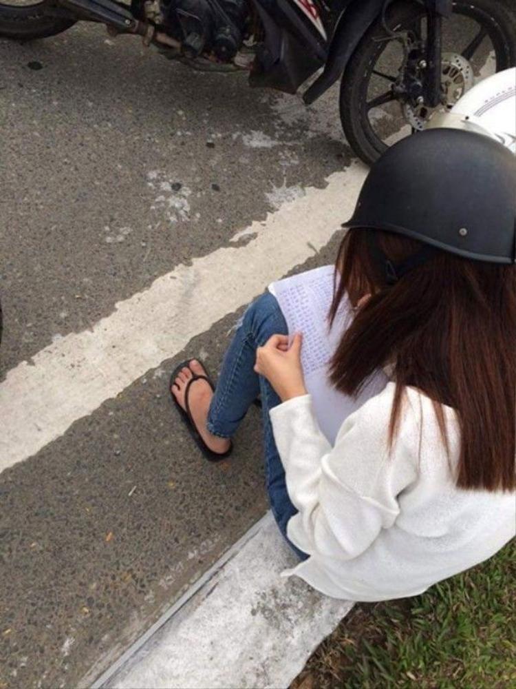 Đi ngược chiều, cô gái nhận hình phạt từ CSGT Đà Nẵng: Chép phạt kín trang giấy