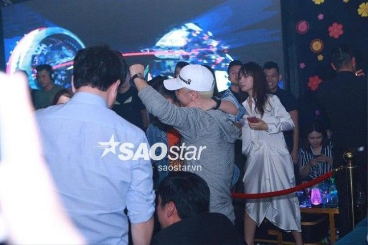 Ảnh và clip độc quyền: Seungri (Big Bang) đang đi bar tại Hà Nội!
