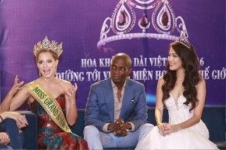Nhân sự kiện trao lại vương miện cho Á hậu 1 người Úc, Ngài chủ tịch cuộc thi Miss Grand đã đích thân sang Việt Nam để trao giải băng Miss Grand Việt Nam như một lời mời chính thức cô tham gia cuộc thi này năm 2016. Ông cũng chia sẻ, mục đích lớn nhất mình đến Việt Nam chính là mời Lan Khuê tham gia cuộc thi này.