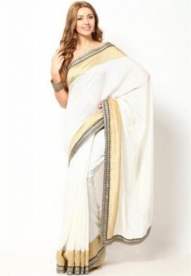 Trong khi đó nếu phụ nữ mặc áo sari đơn giản màu trắng, không có trang sức lại là biểu tưởng của quả phụ.