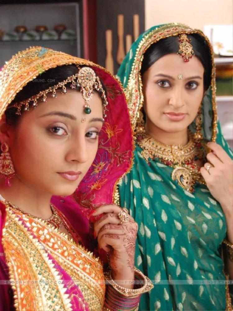 Từ phim cô dâu 8 tuổi đến các màu sắc trong sari Ấn Độ nói lên điều gì?