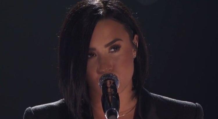 Justin Bieber nhảy cực sung cùng fan, Demi Lovato live đẳng cấp