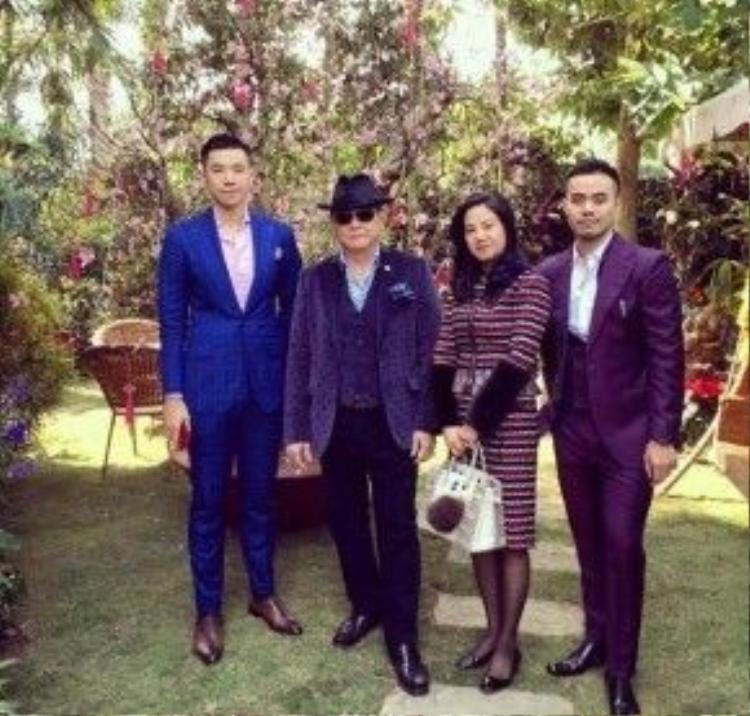 Bức ảnh hiếm hoi chụp cả gia đình Tân Hoàng Minh