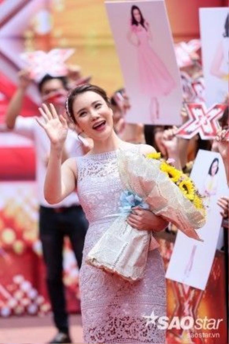 Hồ Quỳnh Hương trong buổi quay hình tập đầu tiên Nhân tố bí ẩn 2016