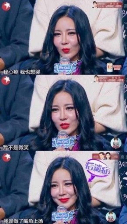 Phản ứng trước lời đe dọa từ mặt concủa người mẹ, Yu Ning rơi lệ với đôi môi nhếch lên như cười bởi phẫu thuật thẩm mỹquá nhiều đã làm mặt cô cứng dơ như tượng sáp.