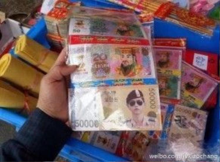 Hình ảnh đại úy Yoo Shi Jin được in trên tờ tiền âm phủ để đốt vàng mã hiện đang khiến netizen vô cùng sửng sốt