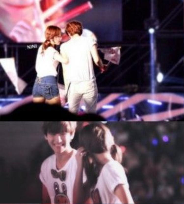 Taeyeon - Baekhyun liên tục thì tầm và đi sát bên cảnh nhau.