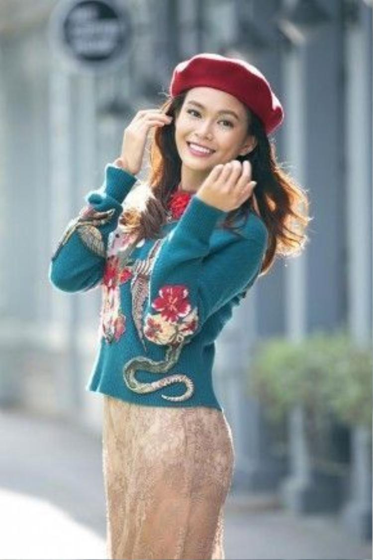 Mâu Thủy không phải là cái tên quá xa lạ với công chúng, cô chính là Quán quân Vietnam's Next Top Model 2013, tên đầy đủ là Mâu Thanh Thủy.