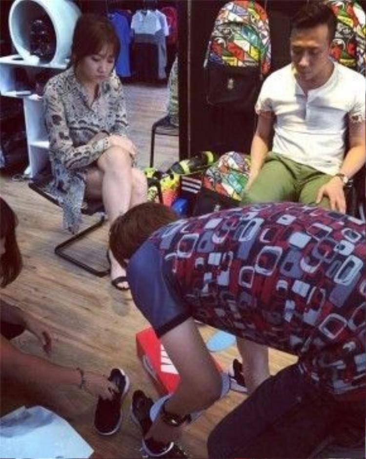 Mới đây, Hari Won còn bị bắt gặp đi mua giày cùng với Trấn Thành. Dường như, cả hai đang trải qua những ngày tháng hạnh phúc.
