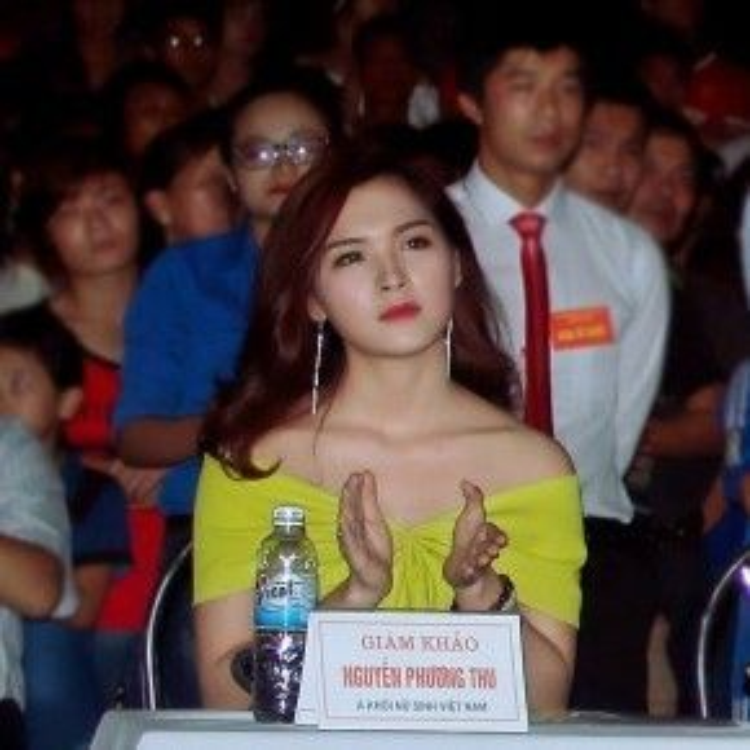 Phương Thu được mời làm ban giám khảo trong một sự kiện.