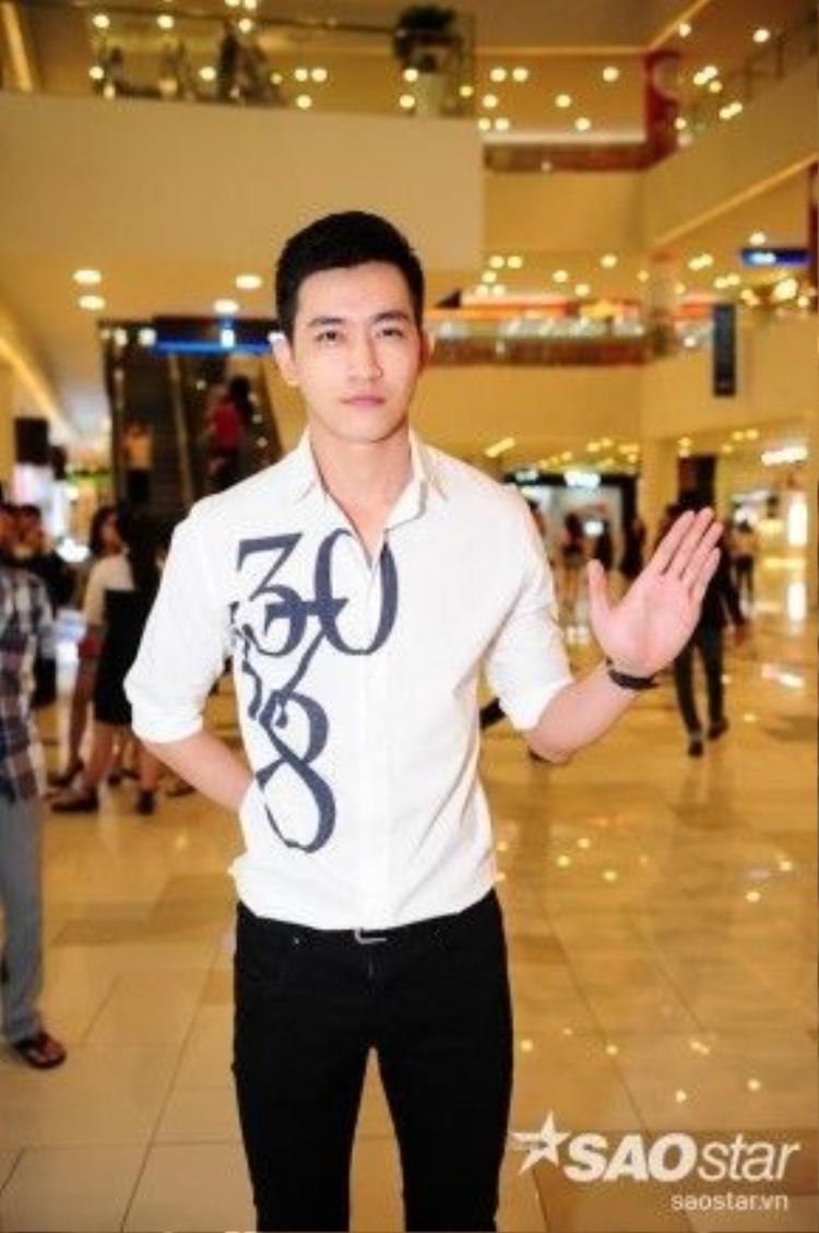 Nam thần Võ Cảnh đến dự lễ ra mắt phim của đàn chị.