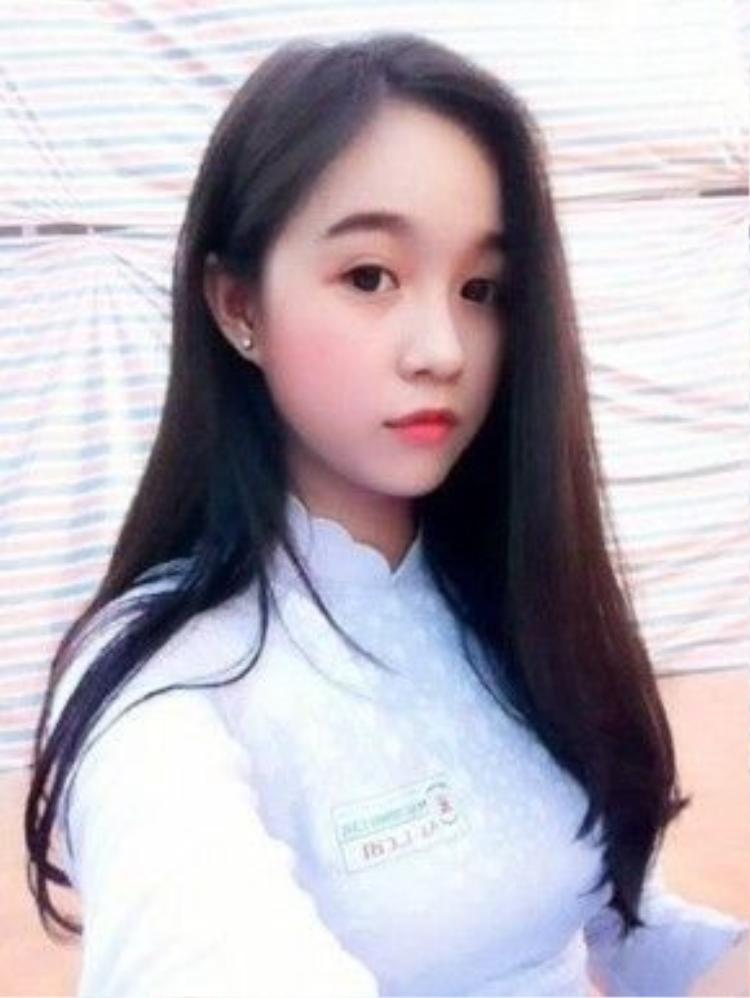Lê Chi, học sinh 12A5 THPT Mạc Đĩnh Chi.