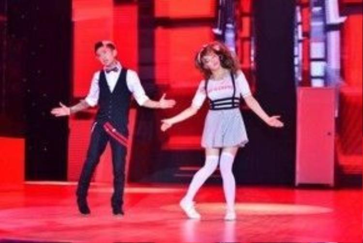 Năm 2015, anh tham gia cuộc thi Bước nhảy hoàn vũ.