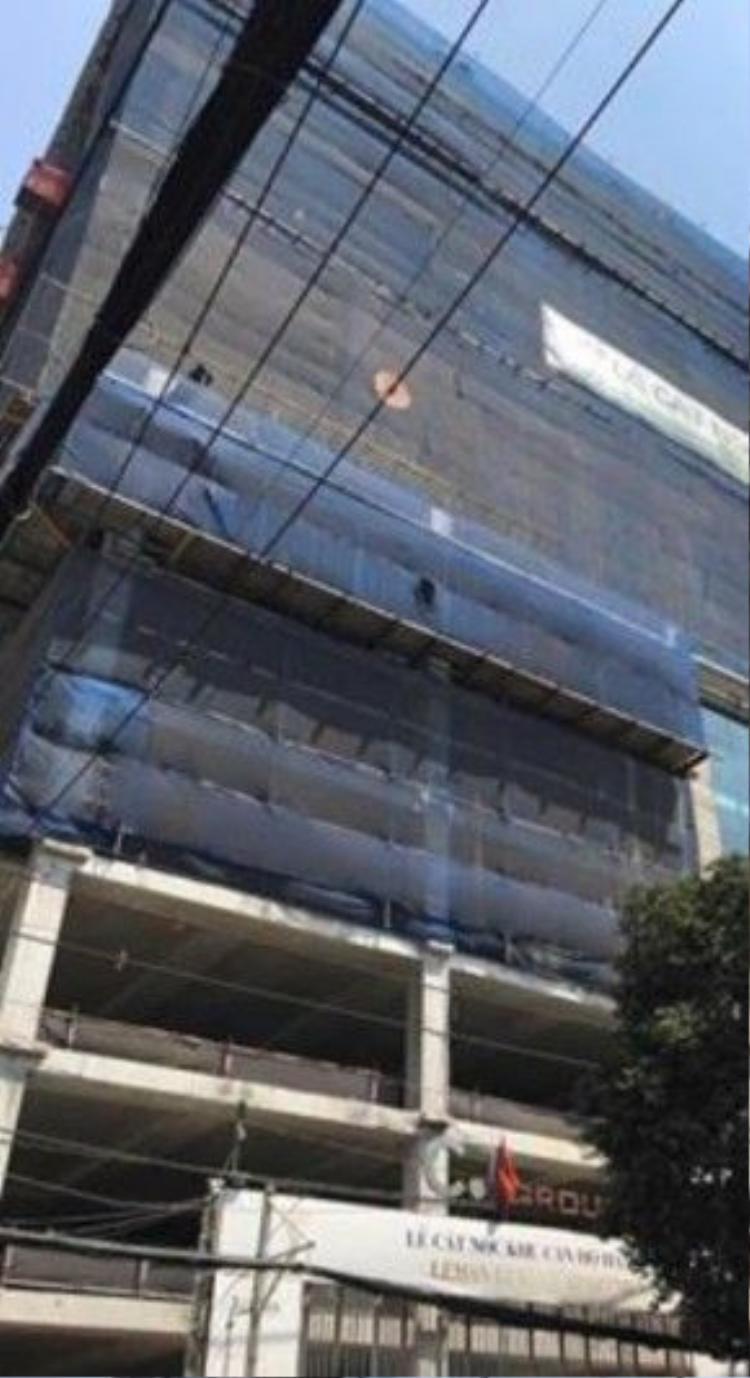 Tòa nhà nơi giọng ca Just Love bỏ tiền mua căn hộ vẫn đang xây dựng dang dở dù đã quá hạn bàn giao cho chủ sở hữu hơn một năm.