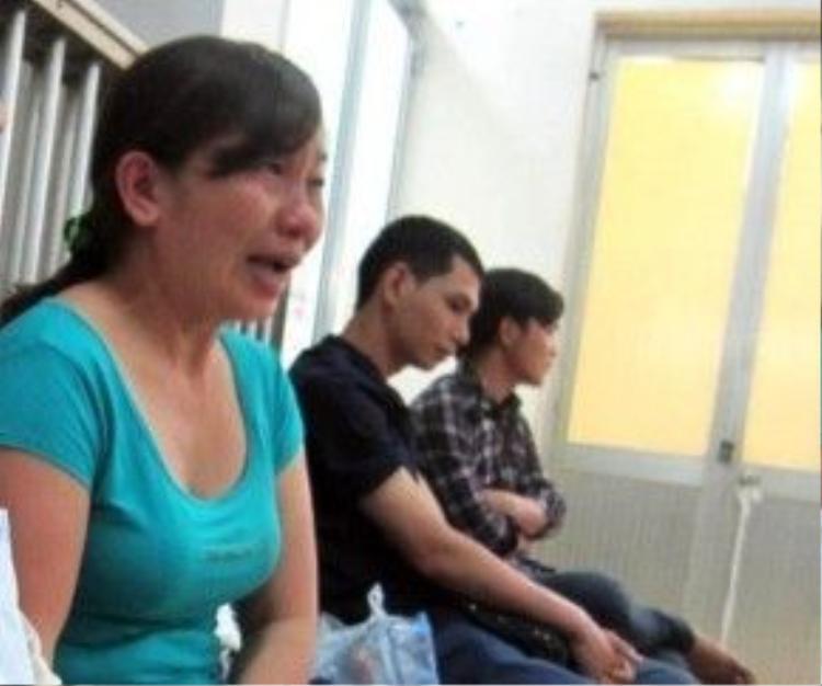 Bà Lộc bật khóc khi kể về con gái.