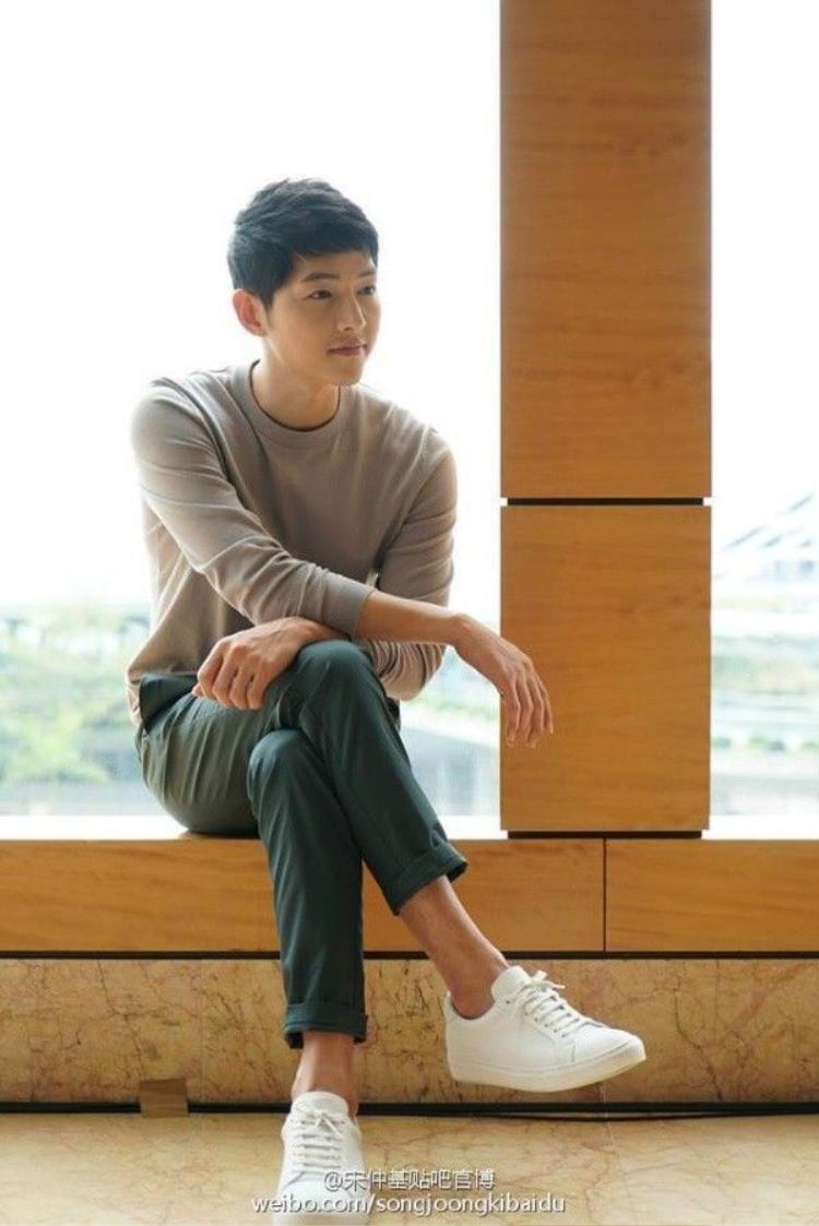 Báo Hồng Kông bị chê vô duyên khi soi khoảnh khắc tế nhị của Song Joong Ki