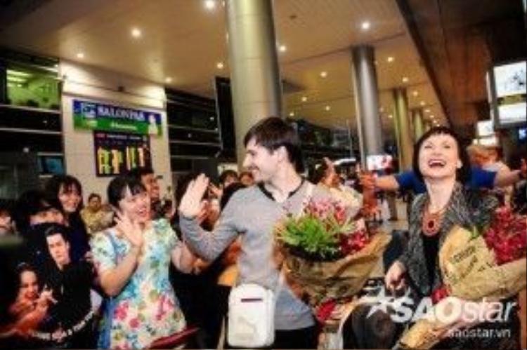 Tiếp đến các cặp đôi vũ công quốc tế còn lại cũng dần xuất hiện tại Việt Nam để chuẩn bị cho đêm thi vào tối 9/4.
