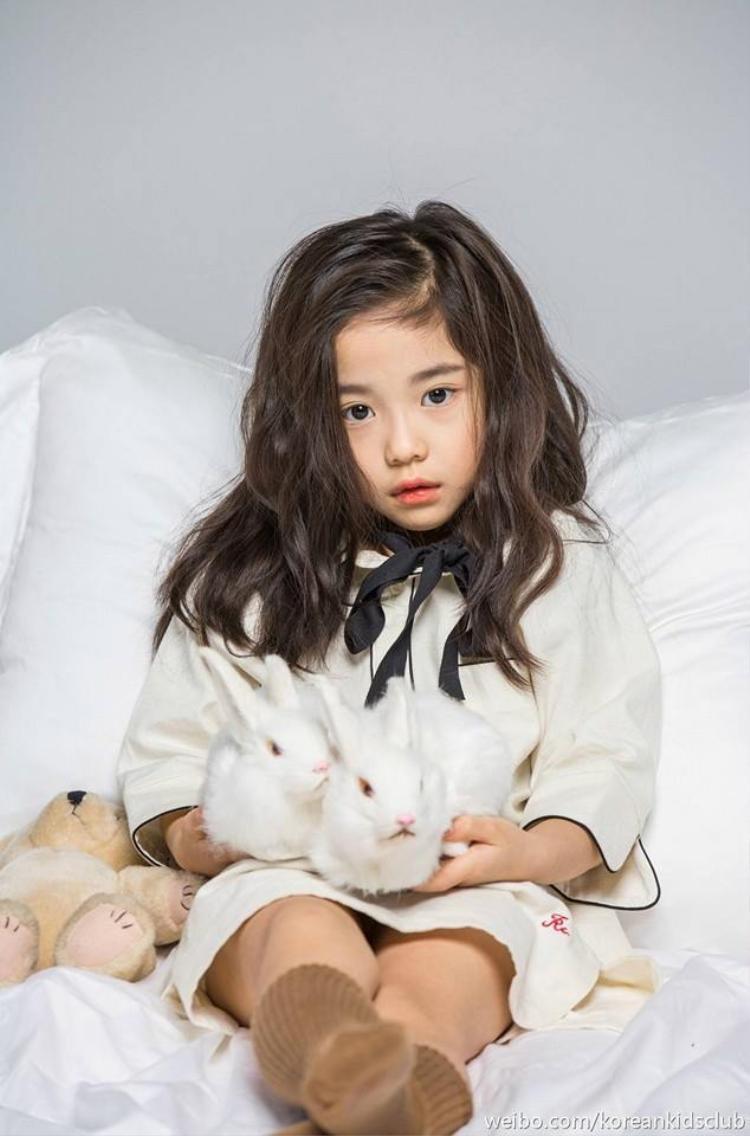 Lạc lối với đôi mắt thiên thần của mẫu nhí 7 tuổi xứ Hàn