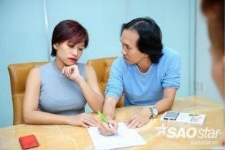 HLV Trần Ly Ly họp ý tưởng cùng đạo diễn chương trình Bước nhảy Hoàn vũ.
