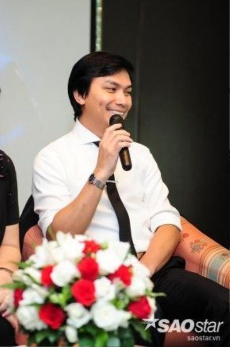 """Mạnh Quỳnh tiếp tục đùa: """"Khi biểu diễn cùng nhau, nhìn ánh mắt em là anh biết em đã yêu anh rồi""""… Phi Nhung - Mạnh Quỳnh sẽ tiếp tục đem đến những màn song ca tình cảm gửi đến khán giả trong liveshow Cám ơn cuộc đời sắp tới."""