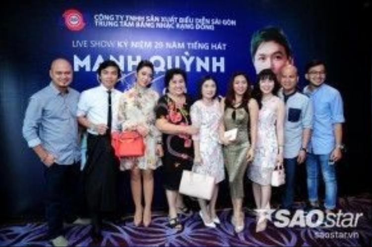 Mạnh Quỳnh cùng e-kip thực hiện liveshow kỉ niệm 20 năm ca hát.