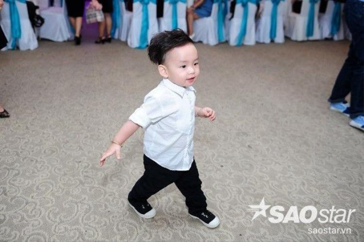 Con trai Diễm Hương 'siêu quậy' khi cùng mẹ đi sự kiện