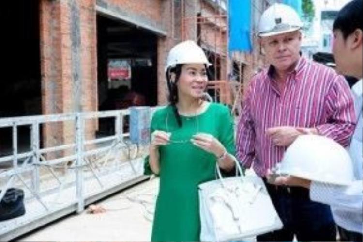Vợ chồng Thu Minh đi mua nhà cách đây hơn 1 năm.