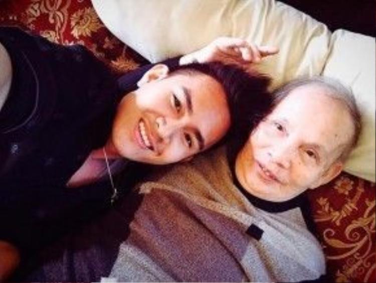 …và ông nội.