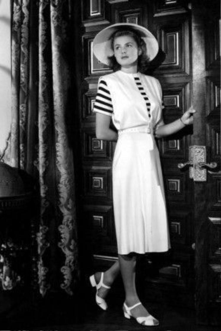 Ilsa Lund đã trở thành một biểu tượng thời trang của thập niên 40 bởi phong cách thời trang trong phim thanh lịch khi kết hợp giữa váy liền thân duyên dáng quá gối, áo họa tiết sọc ngang tôn lên những đường cong cơ thể và giầy sandal đế thô (block heels).
